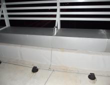 Присоединение металлических ограждений с помощью заземляющих хомутов
