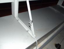 Присоединение ограждения к молниеприёмной сетке с помощью хомутов