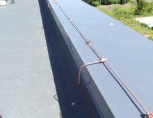 Прокладка проводника по парапету