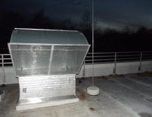 Установка молниеприёмной мачты с учётом безопасного разделительного промежутка